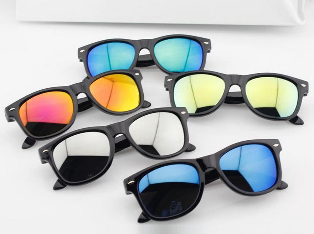 Модные очки в спортивном стиле с зеркальными линзами