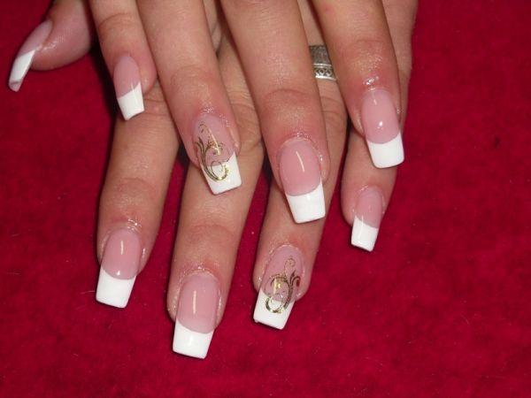 Френч белый с рисунком на ногтях