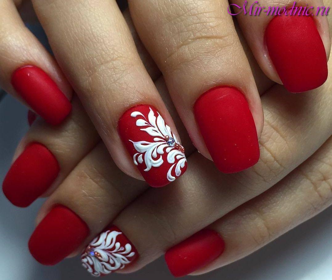 Маникюр красного цвета на коротких ногтях фото