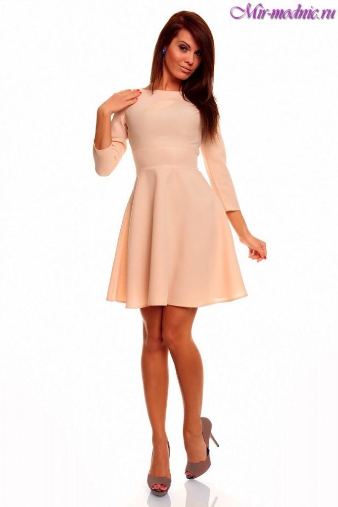 Короткое закрытое платье с рукавами