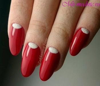 Маникюр красный с белым