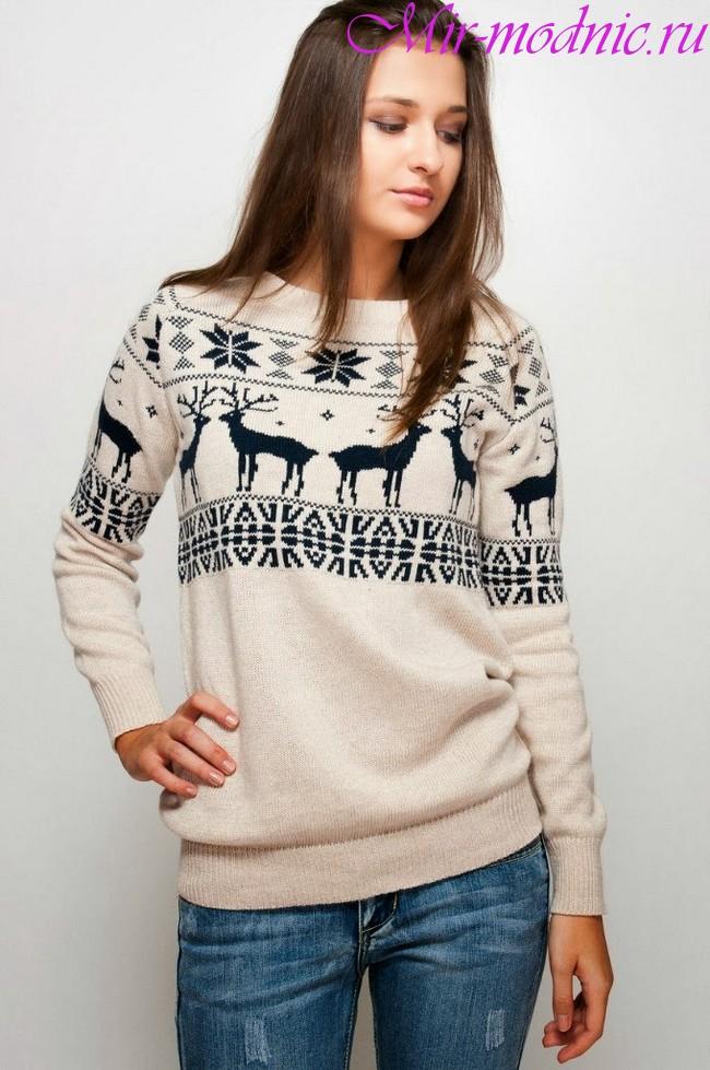 Свитер с оленями женский