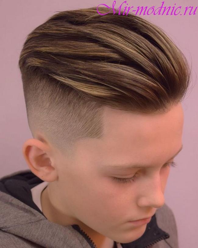 Модная прическа для мальчиков 2018 90