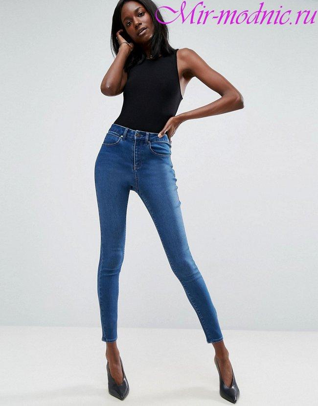 Модные джинсы весна лето 2018 фото женская