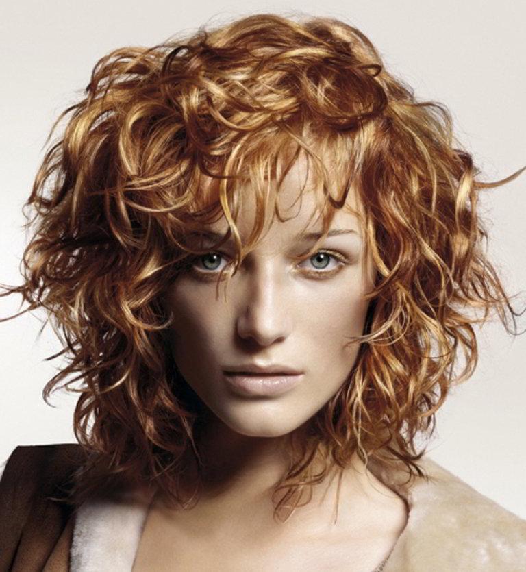 расположены стрижки и химия на средние волосы фото найти
